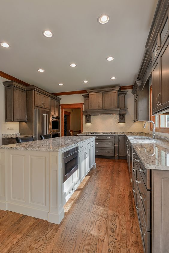 contrasting-cabinets-wellborn-1